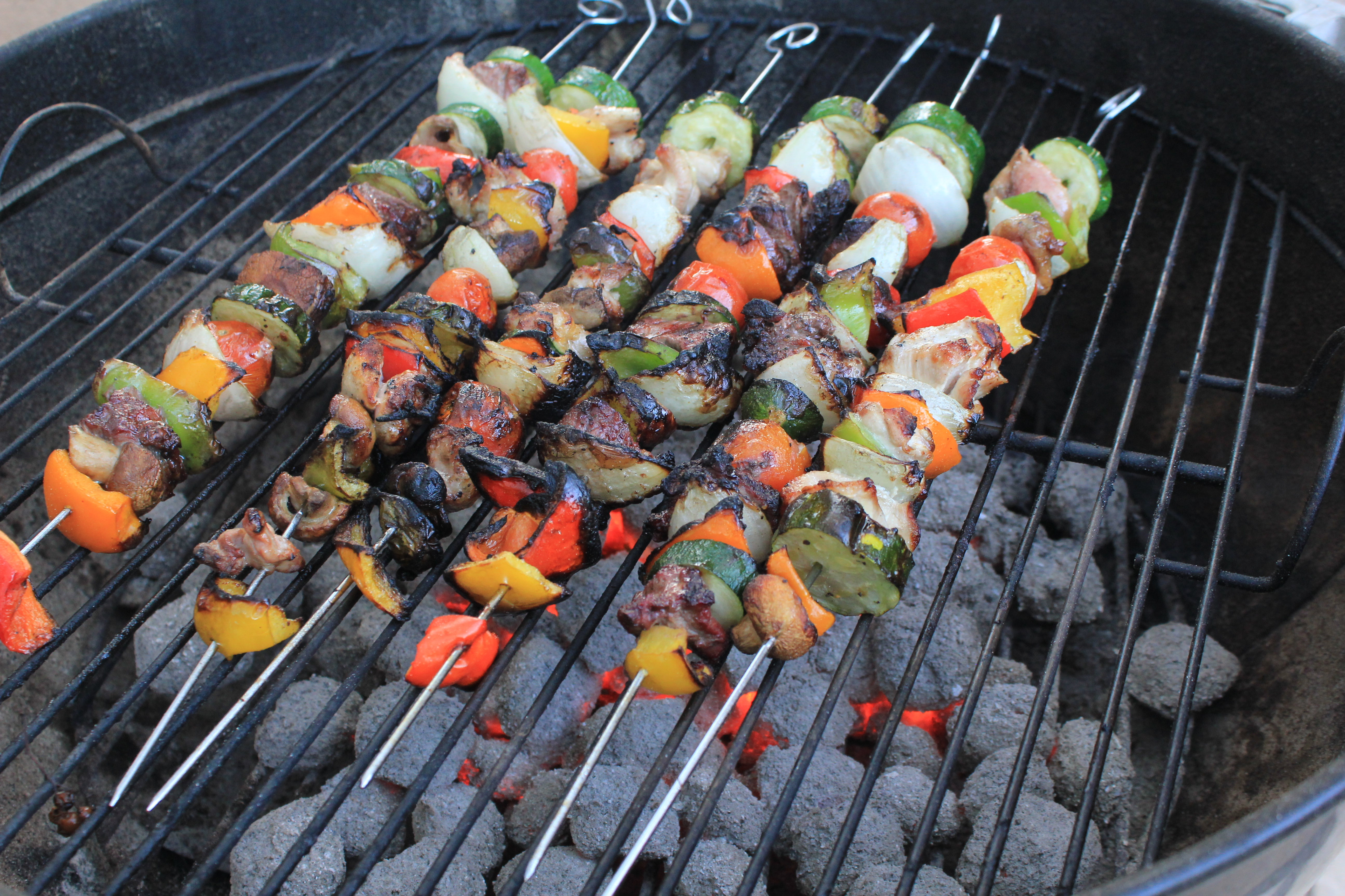 A casual french bbq with friends petanque brochette merguez and harissa celine 39 s cuisine - Pic a brochette ...